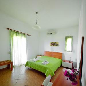 red-villa-samos-04