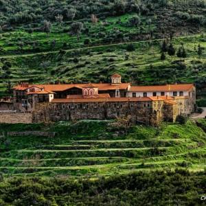 Σάμος: Μοναστήρια και Σπήλαια